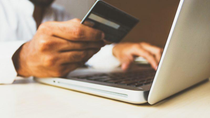 Czym jest e-merchandising i jakie korzyści płyną z jego zastosowania?